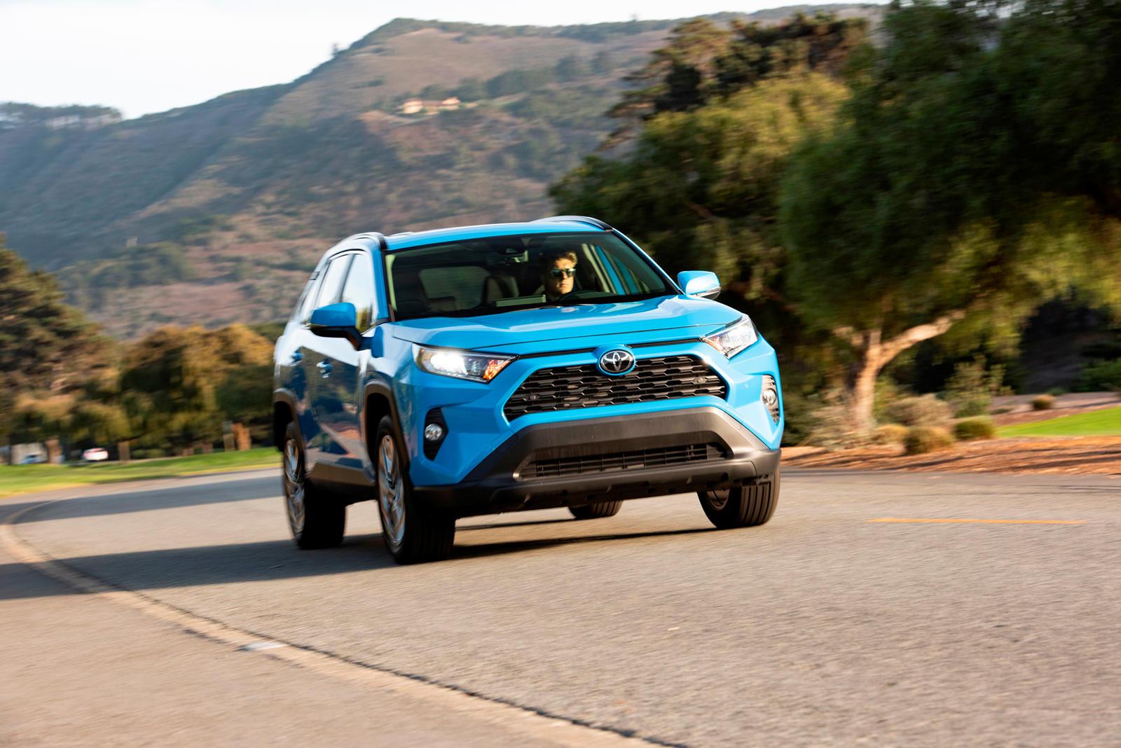 2134 2019 Toyota RAV4 First Drive Review: Hybrid Shines, Gas Model Stumbles